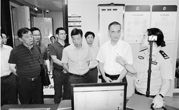 市委副书记、政法委书记张仲灿督查开发区平安创建工作